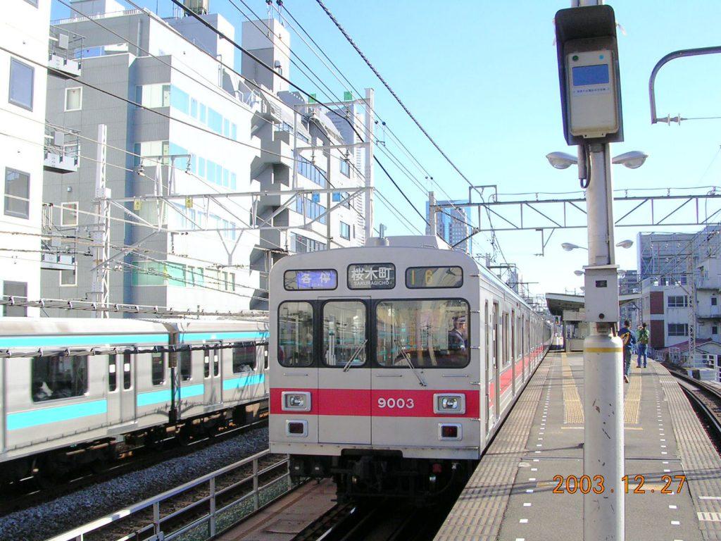 東急東横線-高島町駅