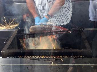 石原水産マリンステーション-鰹の藁焼き