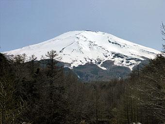 新屋山神社・奥宮から富士山を望む