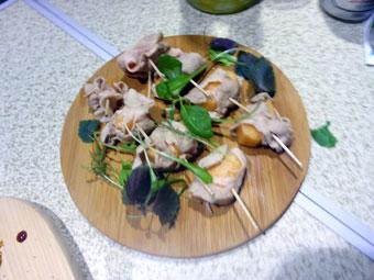 東京湾クルージングで金豚を食す会