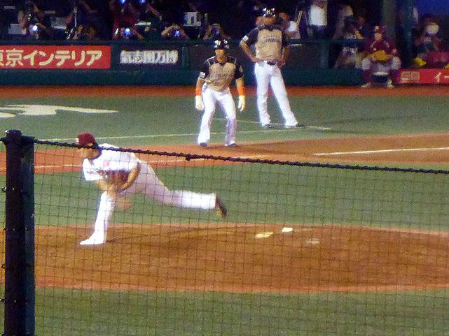 楽天対日本ハム-9回表2死3塁-力投する田中将大