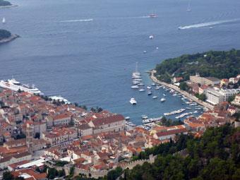 フヴァル島のナポレオン要塞からの眺め