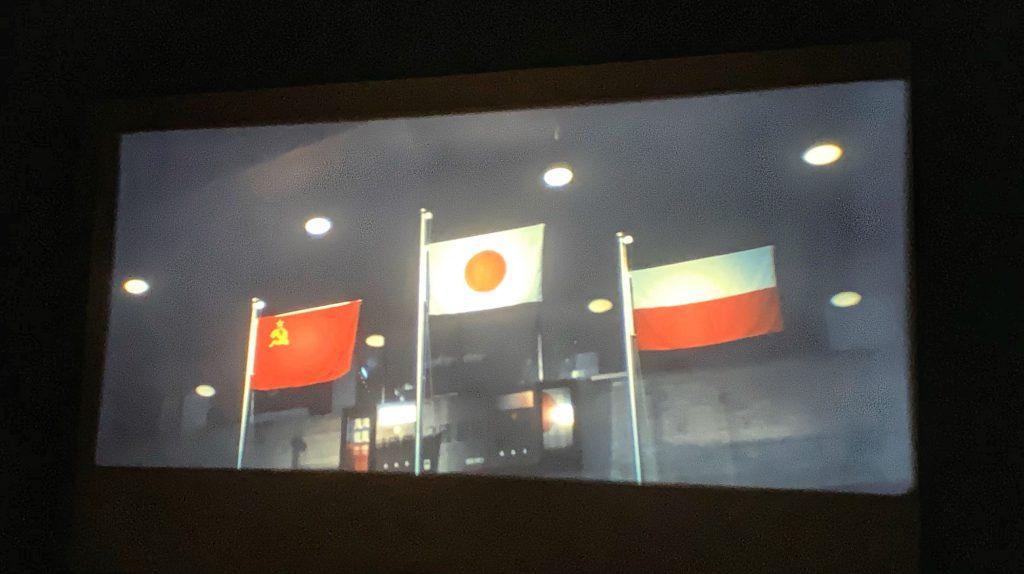 映画「東京オリンピック」-女子バレーボールのメダル獲得国の国旗掲揚