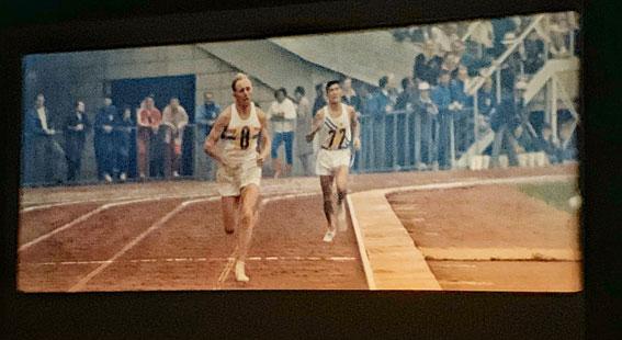 映画「東京オリンピック」-男子マラソン 2位のベイジル・ヒートリーと3位の円谷幸吉