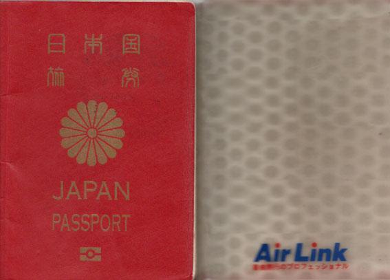 日本のパスポートとエアーリンクトラベルのパスポートカバー