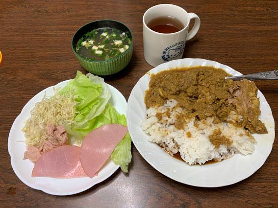 肉罠カレーとツナハムサラダのランチ