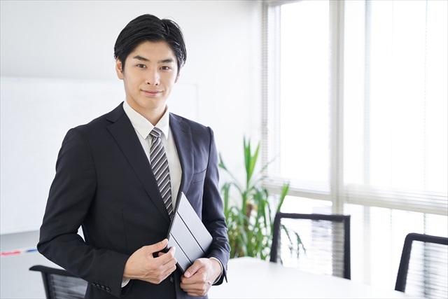 タブレットを持つビジネスマン