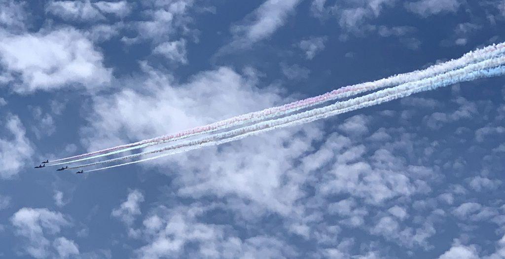 ブルーインパルス、東京の空に五輪を描く